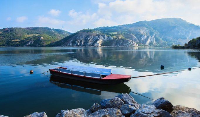 River-Danube-entry-in-National-Park-Djerdap-in-Serbia_Depositphotos_42696683_l-2015